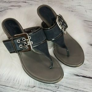 Tommy Hilfiger thong big buckle slip on heels 7.5